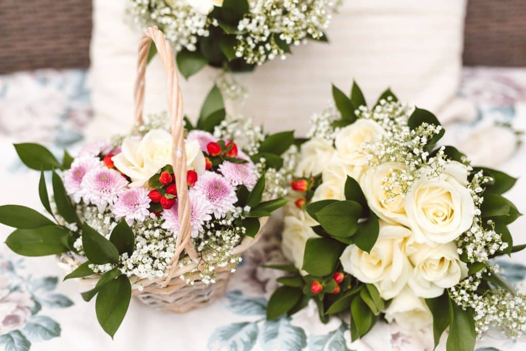 9 Best Wedding Ceremony Flowers with a Checklist